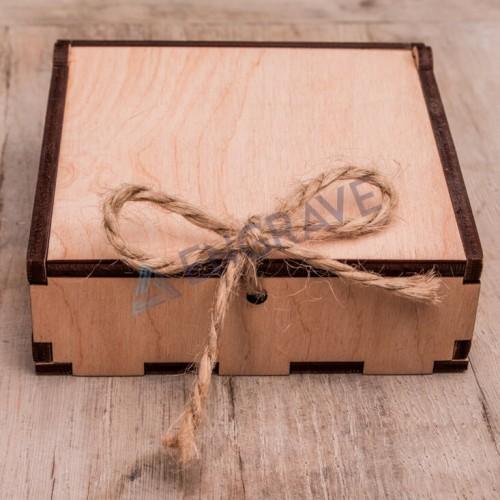 Коробочка дерев'яна велика